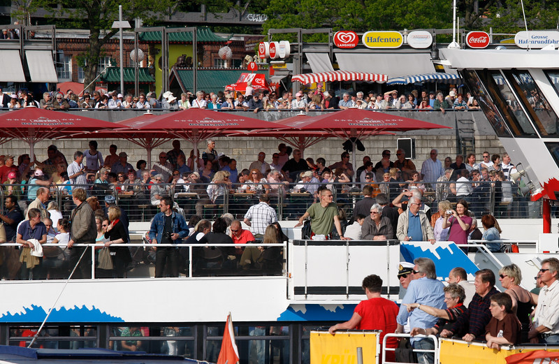Viele Besucher auf dem Hafengeburtstag Hamburg Menschen