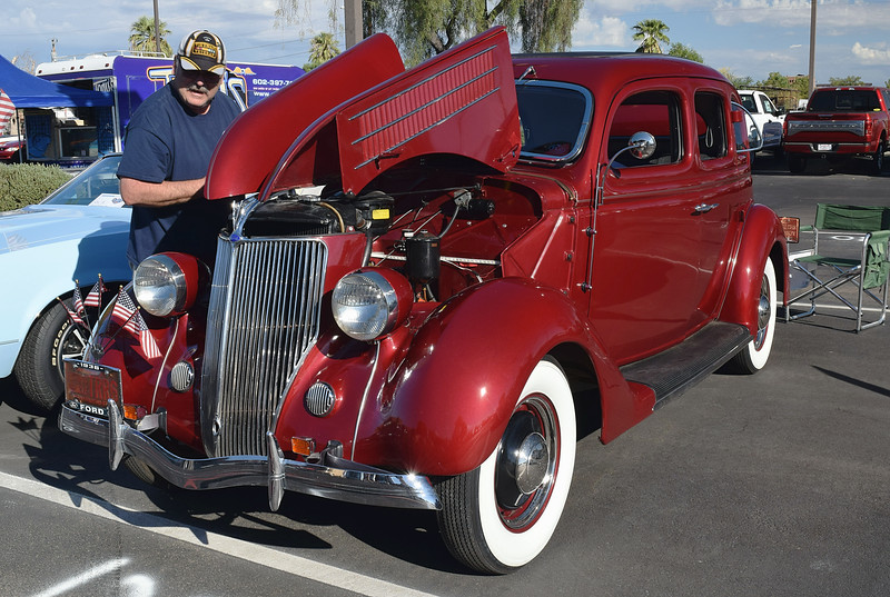 Ford 1936 4 dr Deluxe ft lf.JPG
