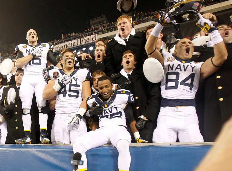. Navy players and midshipmen celebrate a win over Army at the conclusion of the Army versus Navy NCAA football game in Philadelphia, Pennsylvania, December 8, 2012. REUTERS/Tim Shaffer