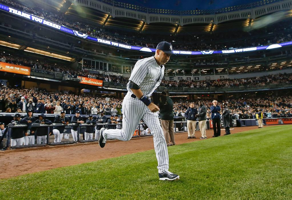 . New York Yankees shortstop Derek Jeter takes the field for the Yankees\' baseball game against the Baltimore Orioles, Thursday, Sept. 25, 2014, in New York. (AP Photo/Kathy Willens)