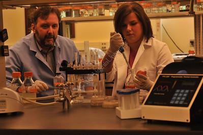 25429 Dan Panaccione and Dawn Chamberlain in lab for WVU web bucket