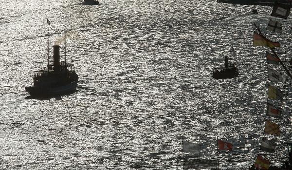 2012 08 19 Queen Mary 2 in Hamburg Mitte August