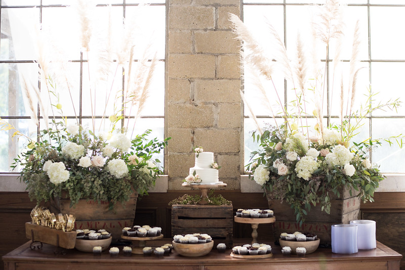 wedding-cake-cupcakes.jpg