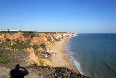 Praia da Falésia : en route and in the distance [Vivienne]