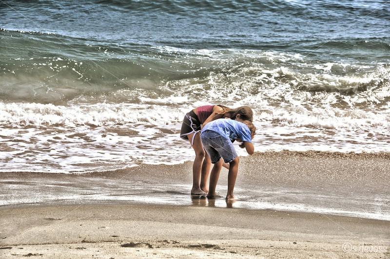 beachgirlsHDR_0207 smWm.jpg