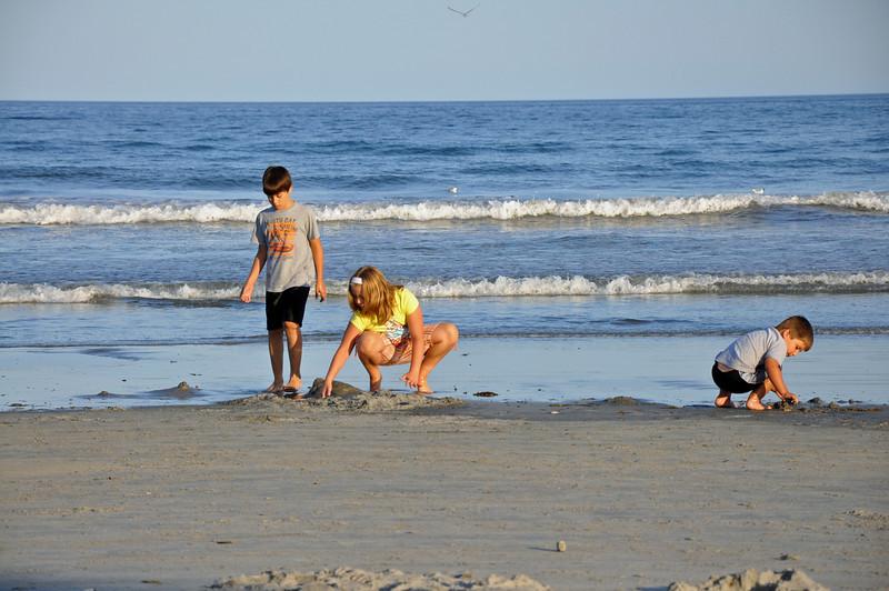 Long Sands Beach - kids 02 - 2010-08-07.jpg