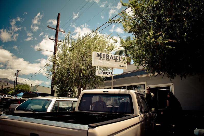 molokai centre misaki groceries.jpg