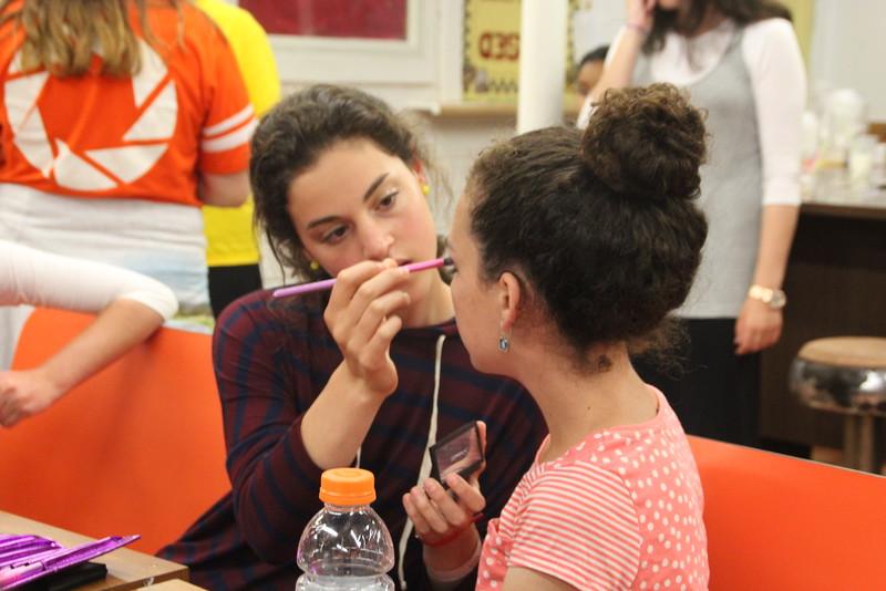 kars4kids_thezone_camp_girlsDivsion_activities_Workshops_Makeup (6).JPG