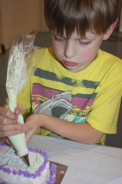 Mid-Week Adventures - Cake Decorating -  6-8-2011 170.JPG
