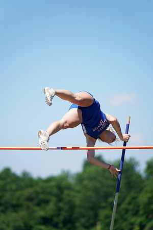 LB Rickenbacher in Pole Vault at State Meet (2021-06-05)