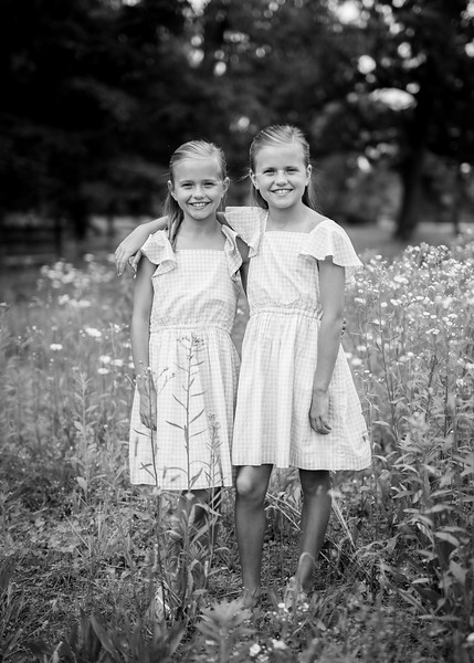 Girls in Tall Grass bw (1 of 6).jpg