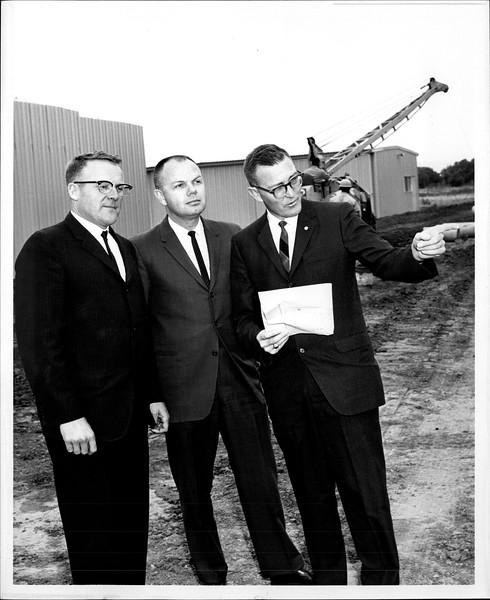 1965 06-07 RHV Hangar Const 01.jpg