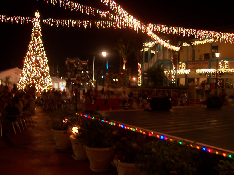 Back to the marketplace at night.  Lots of lights and music.