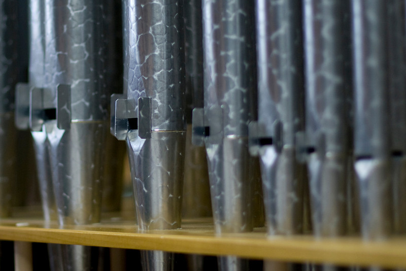 Medium sized pipes.