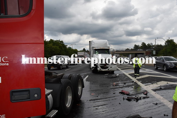 SYOSSET FD TRACTOR TRAILERS COLLIDE ON LIE