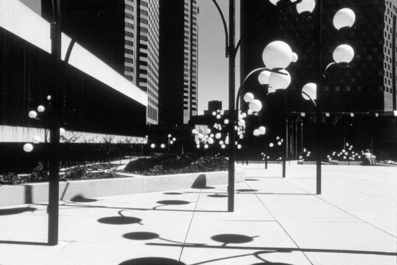 NS_17 : Dispositif d'éclairage, Place des Arts, 1975