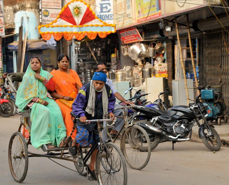 _DSC3344_women_rickshaw.jpg
