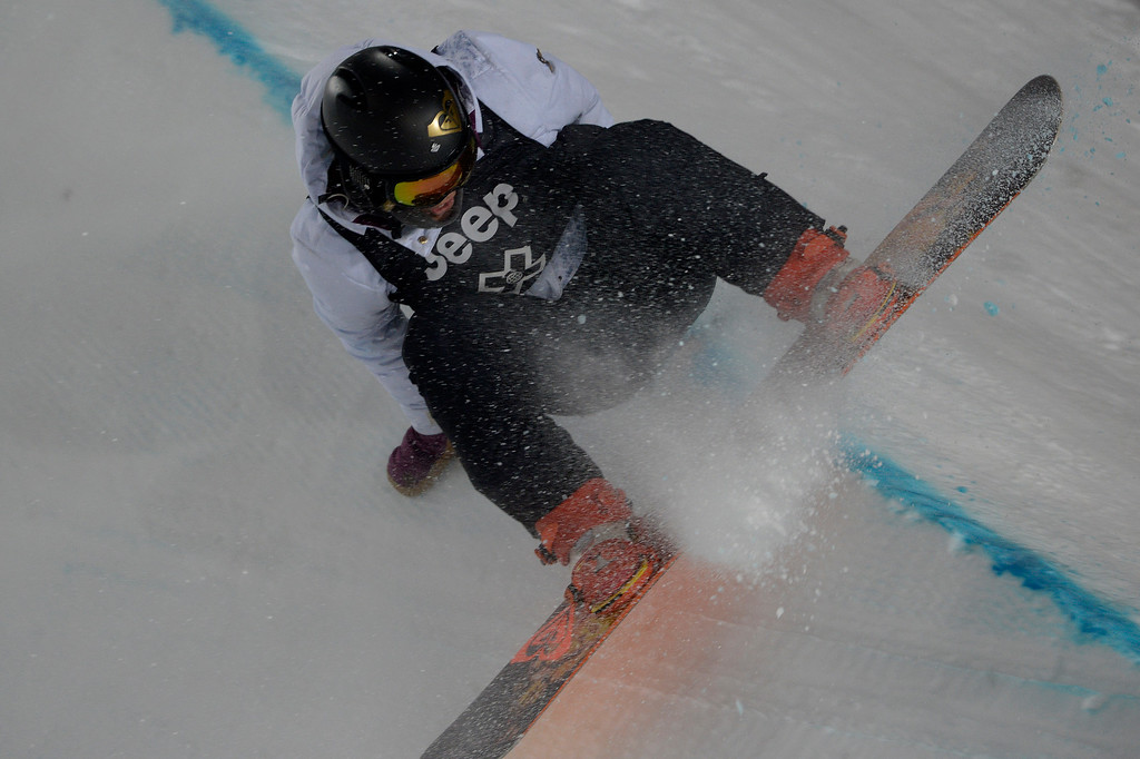 . Torah Bright wipes out during the women\'s snowboard half pipe final. Winter X Games on Saturday, January 24, 2015. (Photo by AAron Ontiveroz/The Denver Post)