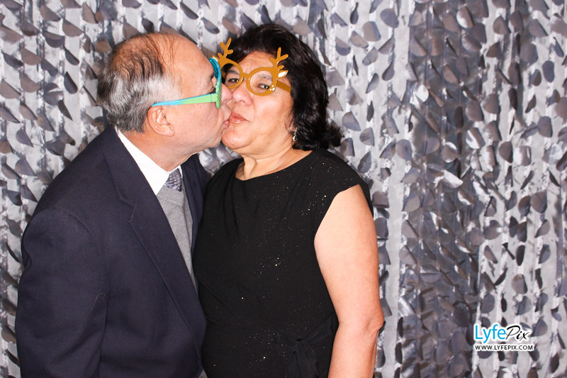 red-hawk-2017-holiday-party-beltsville-maryland-sheraton-photo-booth-0078.jpg
