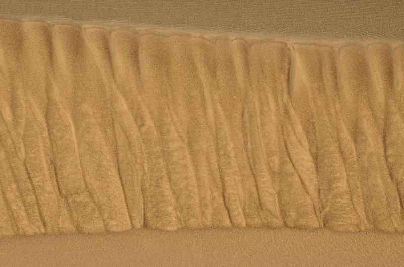 The rhythm of grain flows