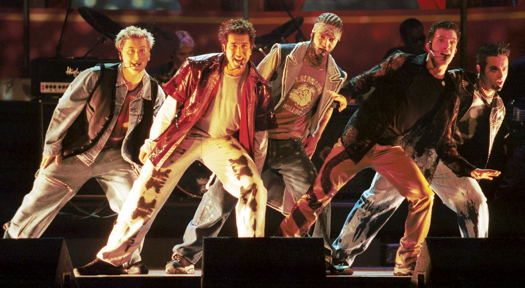 . Vocal group \'N Sync performs at the 9th annual MTV Movie Awards, Saturday, June 3, 2000, at Sony Studios in Culver City, Calif.  (AP Photo/Chris Pizzello)