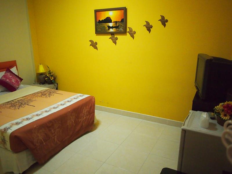 P3143450-palmsweet-bedroom.JPG