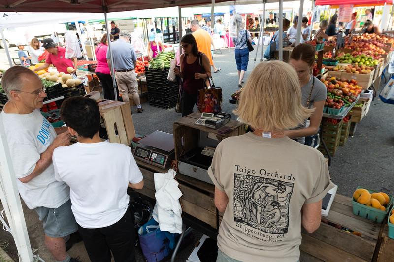 Del Ray Farmers Market 230.jpg