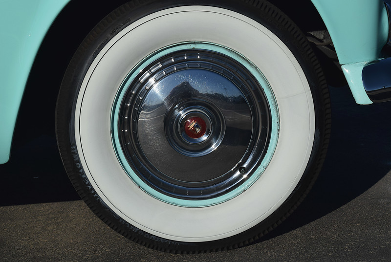 Ford 1955 Thnderbird wheel.JPG