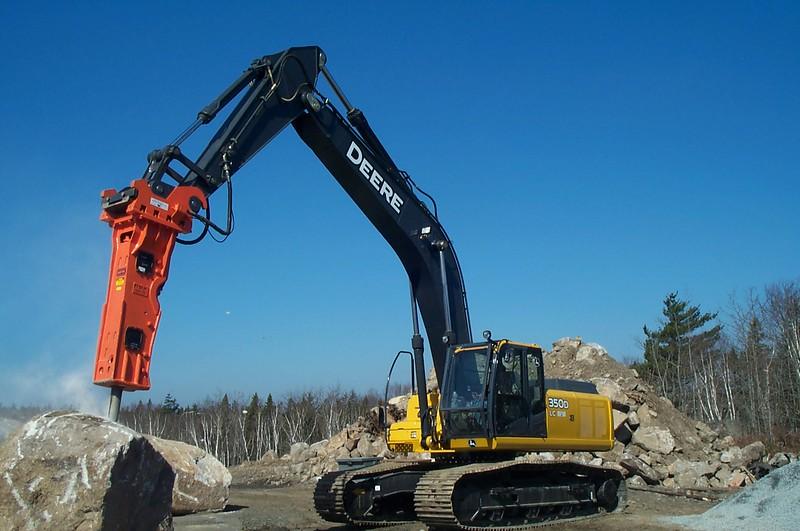 NPK GH12 hydraulic hammer on Deere 350D excavator (12).JPG