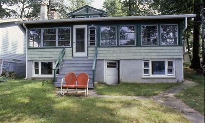 08 Linda's Lake House