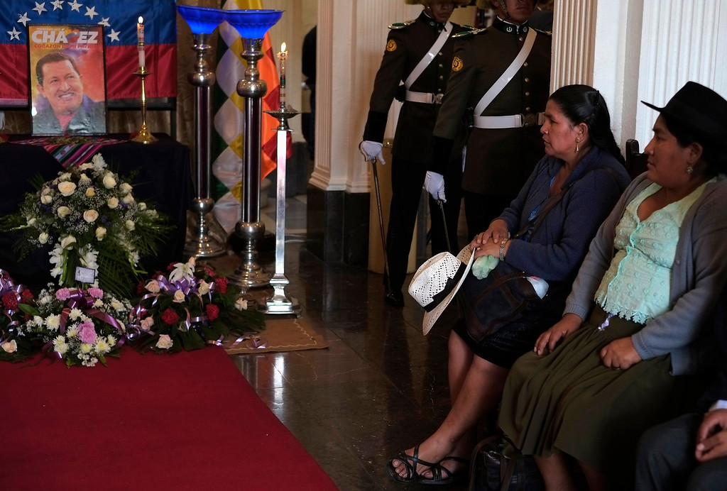 . Leonilda Zurita (2nd R) and Segundina Flores, leaders of Bolivia\'s MAS (Movement Toward Socialism) party attend a ceremony in remembrance of Venezuela\'s late President Hugo Chavez at the congress building in La Paz, March 6, 2013. REUTERS/David Mercado