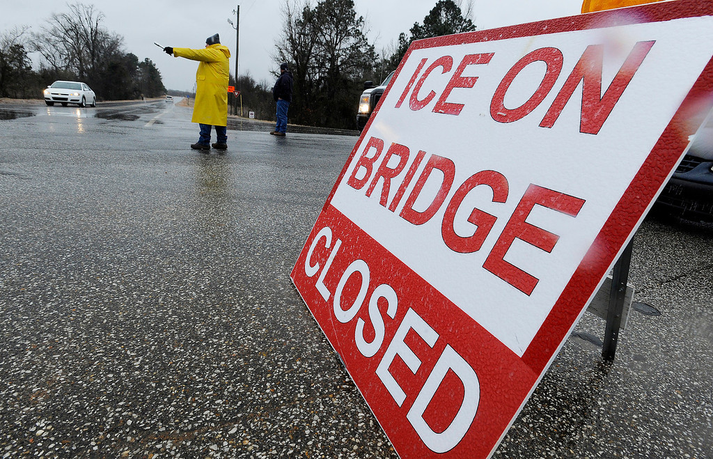 . Traffic is directed off of the Alabama River Parkway at the toll bridge over the Alabama River in Montgomery, Ala. as freezing rain falls on Tuesday, Jan. 28, 2014.   (AP Photo/The Montgomery Advertiser, Mickey Welsh)