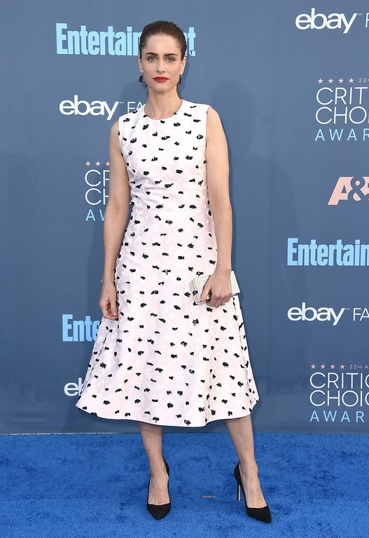 . Amanda Peet arrives at the 22nd annual Critics\' Choice Awards at the Barker Hangar on Sunday, Dec. 11, 2016, in Santa Monica, Calif. (Photo by Jordan Strauss/Invision/AP)