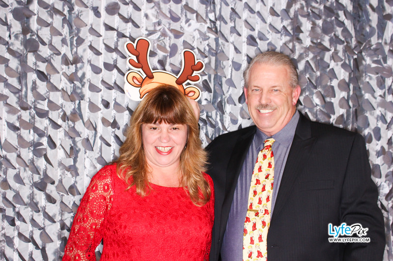 red-hawk-2017-holiday-party-beltsville-maryland-sheraton-photo-booth-0095.jpg