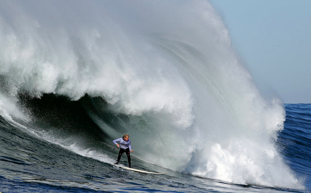 Description of . Ryan Augenstein competes during heat 3 of the Mavericks Invitational big wave surf contest in Half Moon Bay, Calif., Sunday, Jan. 20, 2013. (AP Photo/Marcio Jose Sanchez)