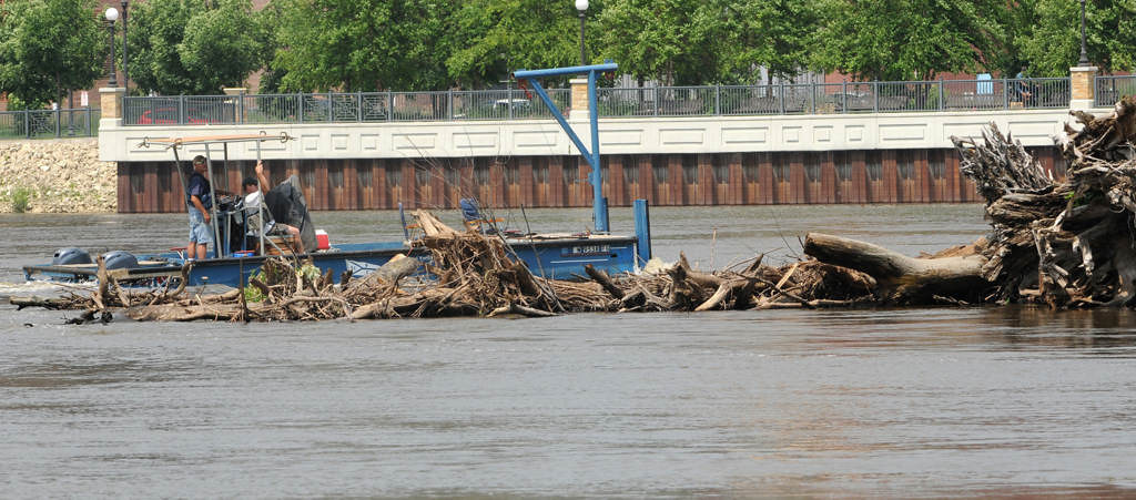 . A boat passes by another, smaller logjam on the Mississippi River near the one under the Wabasha Street Bridge. (Pioneer Press: Jean Pieri)