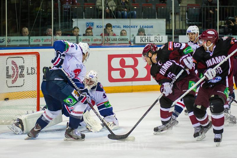 Martins Karsums (15) scores the goal in the KHL regular championship game between Dinamo Riga and Torpedo Nizhny Novgorod in Arena Riga