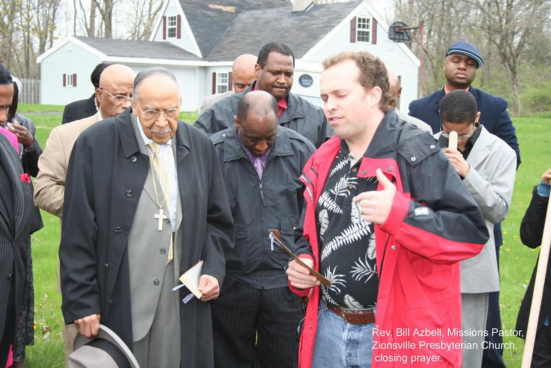 09 04-18  Rev. Bill Azbell, Missions Pastor, Zionsville Presbyterian Church gives closing prayer. cv