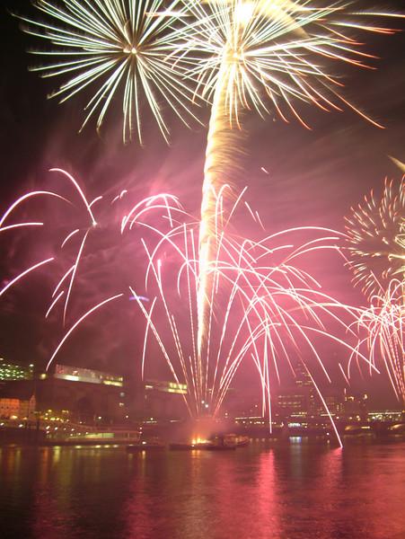 2005_1104southwarkfireworks077_edited-1.JPG