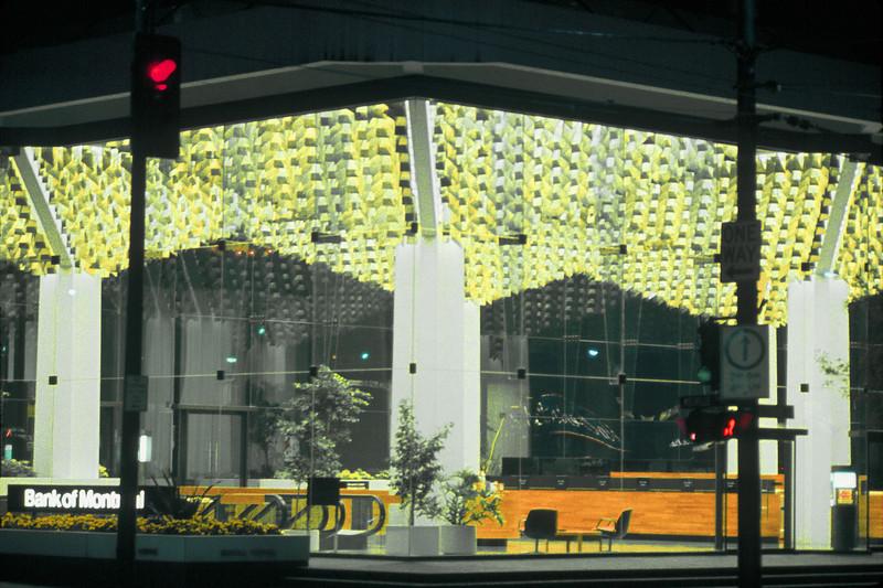 NS_16 : Plafond lumineux, Banque de Montréal, Vancouver, 1974