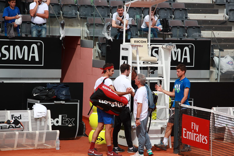 Federer with Thiem handshake (2)
