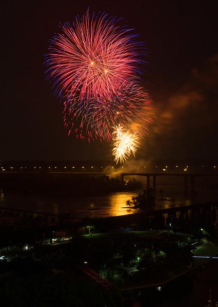 fireworks-7_19296545509_o.jpg