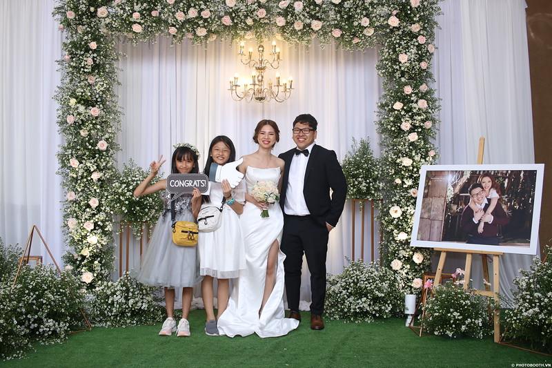 Vy-Cuong-wedding-instant-print-photo-booth-in-Bien-Hoa-Chup-hinh-lay-lien-Tiec-cuoi-tai-Bien-Hoa-WefieBox-Photobooth-Vietnam-152.jpg