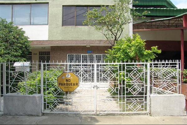 6. Wilson Díaz. Jardines de plantas coca en Cali, fotografía,  2003-2006.