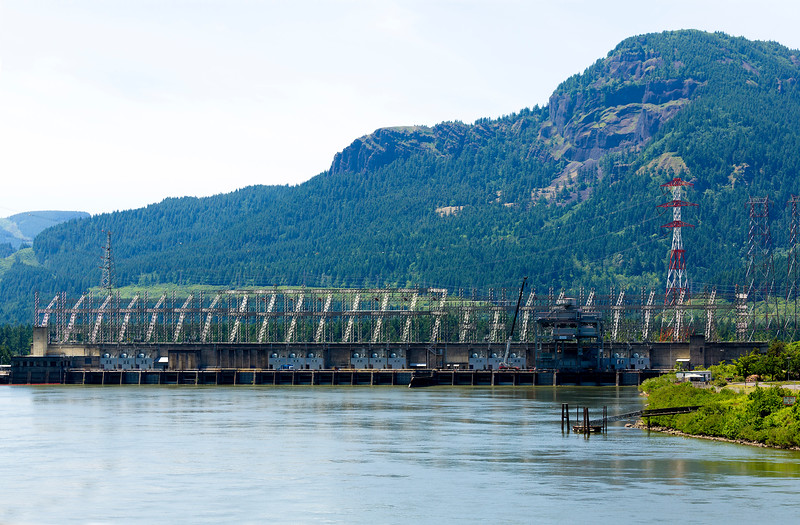 Now we're coming down the Columbia River Gorge toward Portland.  This is the  electrical grid above the powerhouses of Bonneville Dam.