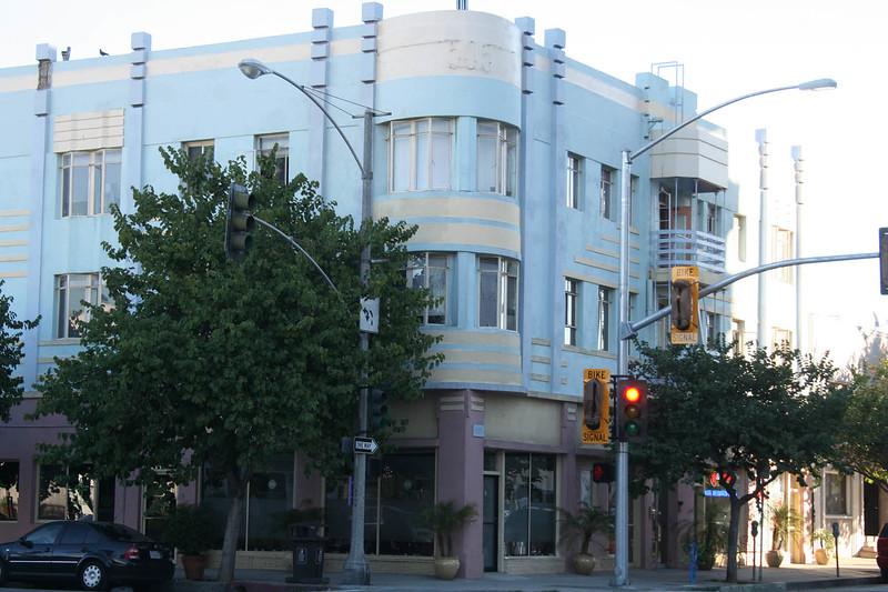 NL Art Deco Mixed Use - Notice the BIKE lights.JPG