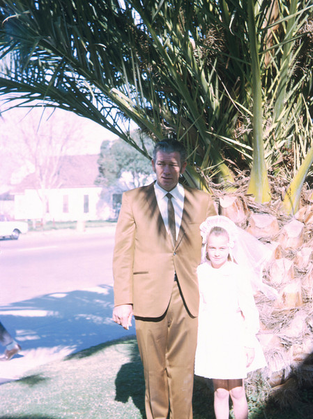 0104 - dad, linda linda's first comunion (5-70).jpg