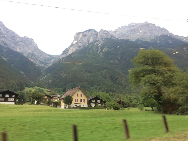 355_iPhone_Switzerland.JPG
