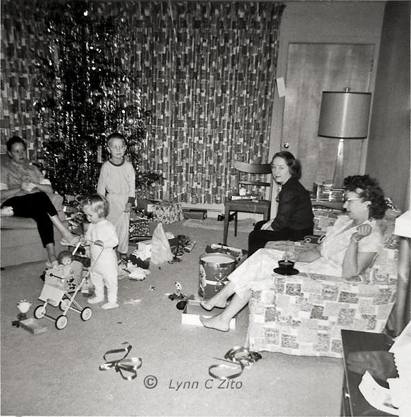MOM,LYNN,DANA,AUNT PAT,GRANDMA VAUGHN DECEMBER 24,1958