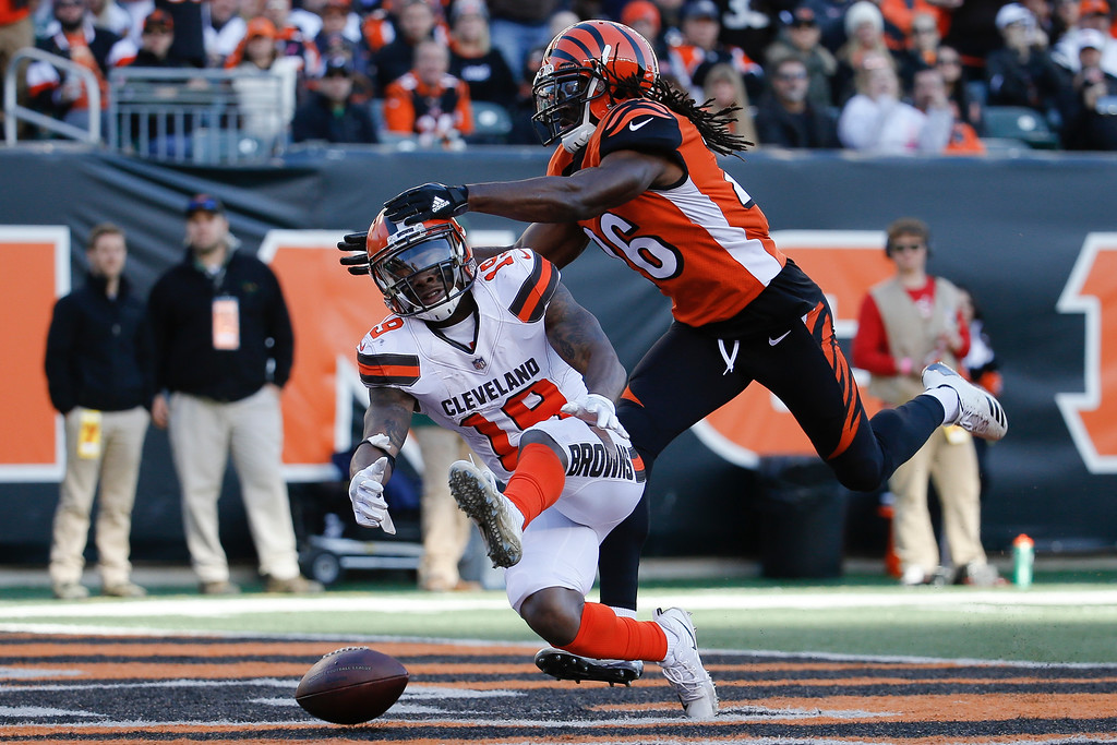 . Cleveland Browns wide receiver Corey Coleman (19) drops a pass against Cincinnati Bengals cornerback Josh Shaw (26) in the second half of an NFL football game, Sunday, Nov. 26, 2017, in Cincinnati. (AP Photo/Frank Victores)